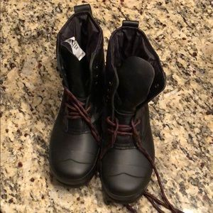 Brand new Size 5 Hunter snow boots